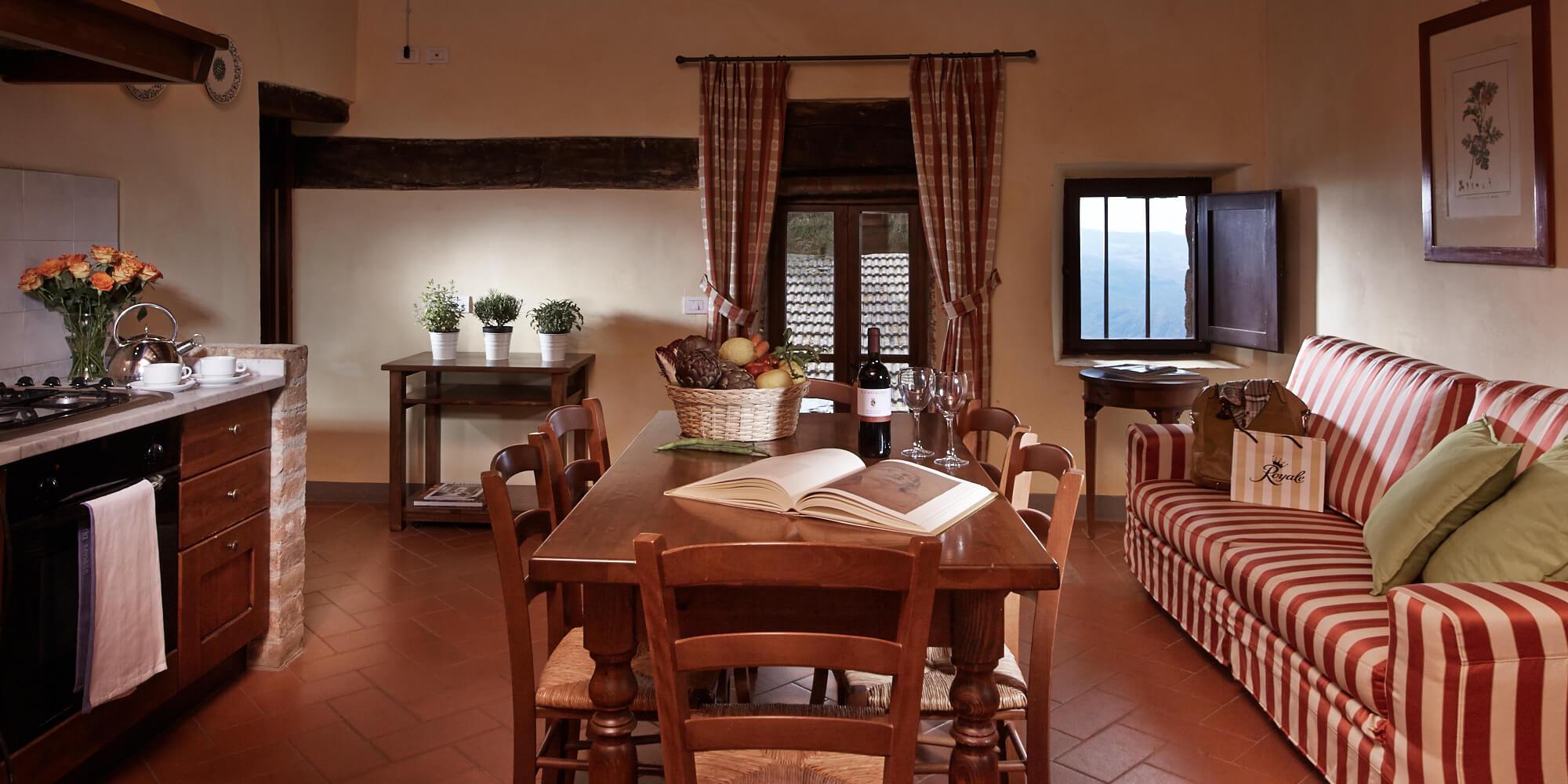 Gambassi Tavoli E Sedie.Appartamento Per Vacanze In Toscana Valle Residenza Il Castagno
